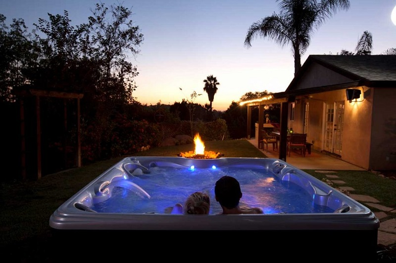 How to Plan a Hot Date in a Hot Tub at Home