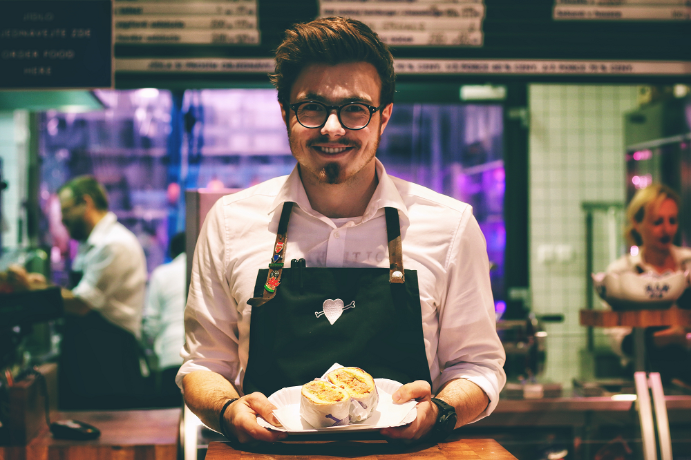 How Can Custom-Made Employee Uniforms Benefit Your Restaurant