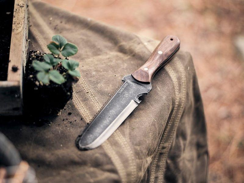 hori hori gardener tool