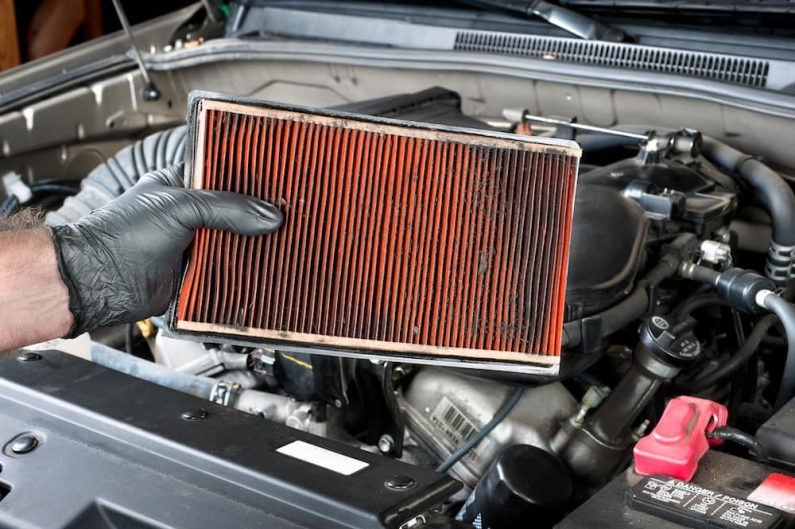 Change the Air Filter of the Engine