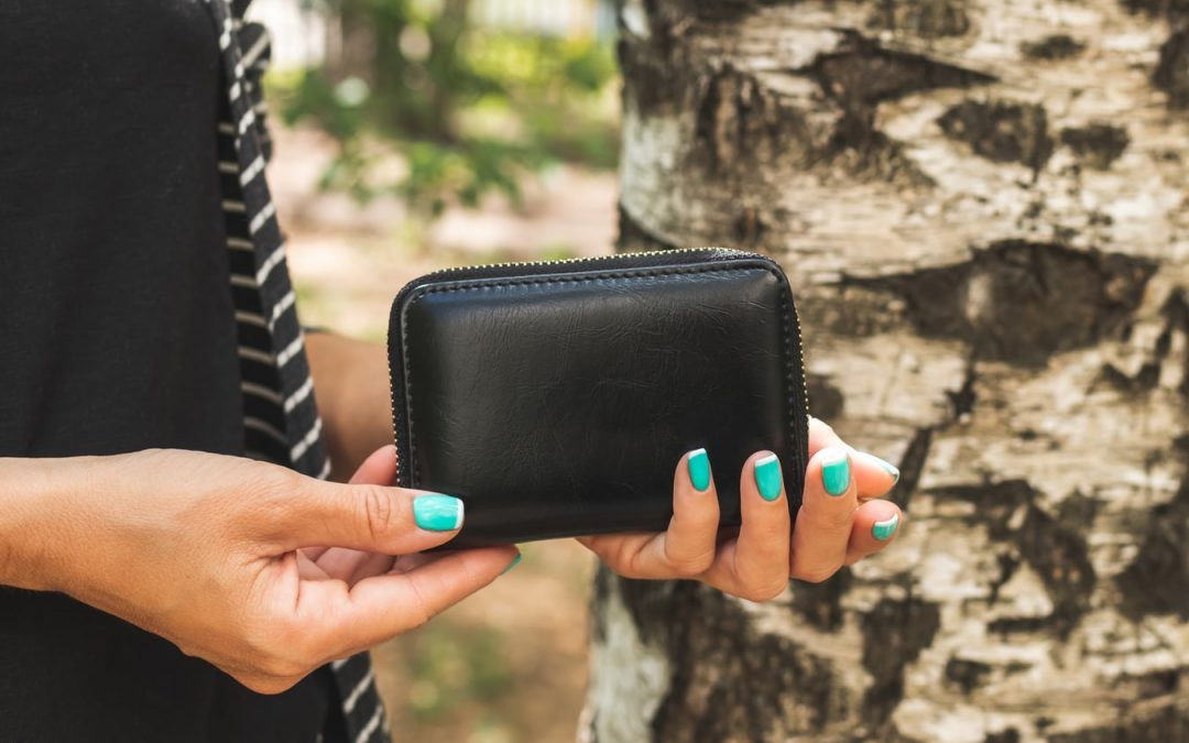 Things to Consider When Choosing a Women's Leather Wallet