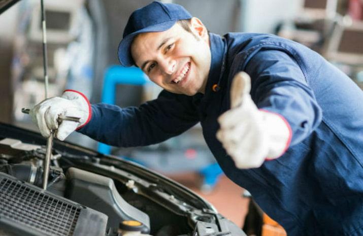 mechanic repairing the car